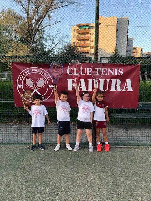 El Club de Tenis Fadura amplia sus entrenamientos a los domingos por la tarde
